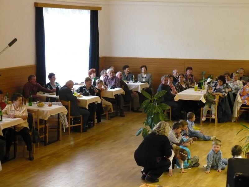 Posezení s důchodci 16.4.2011